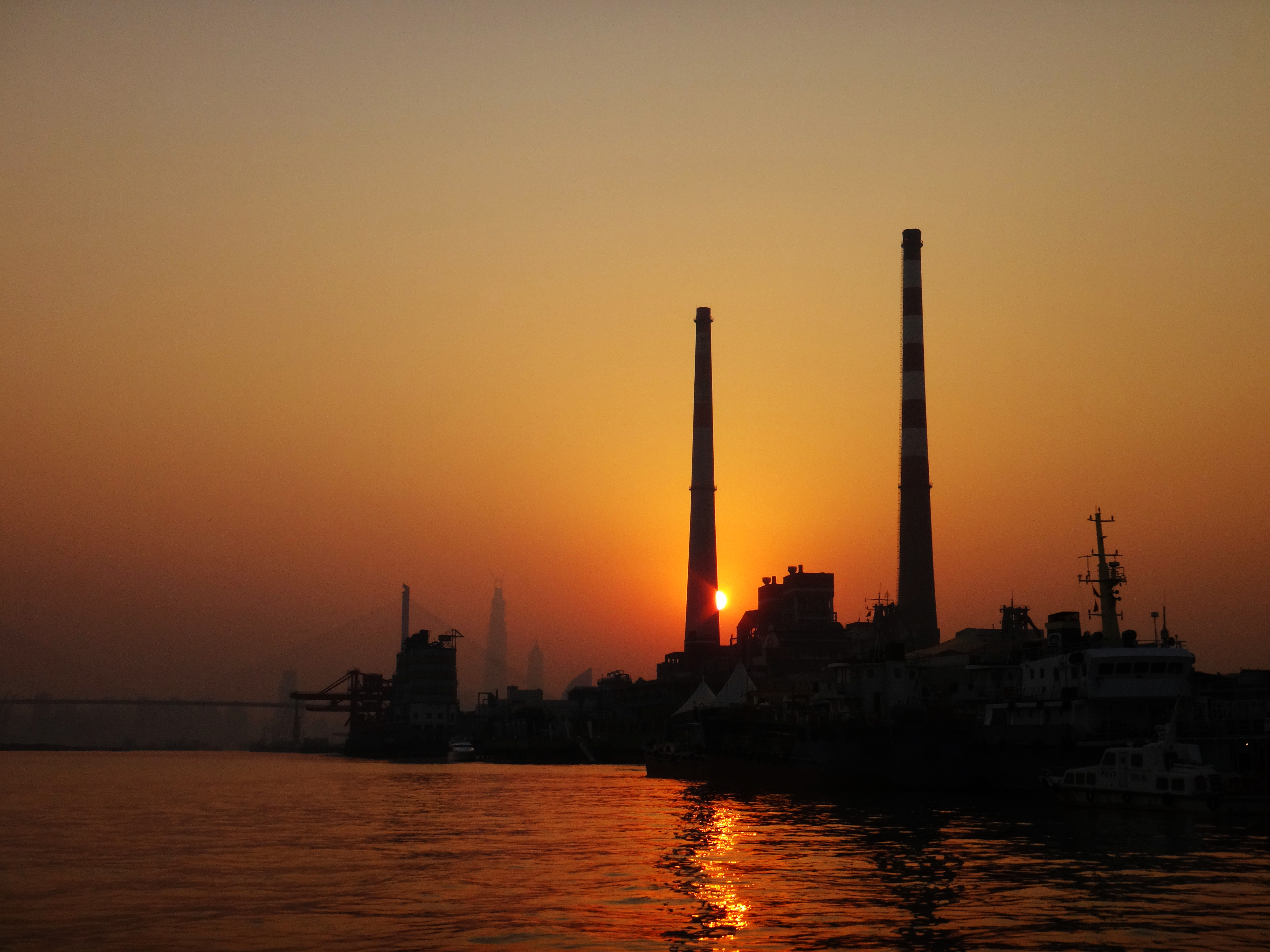Yangshupu_Power_Plant_at_sunset