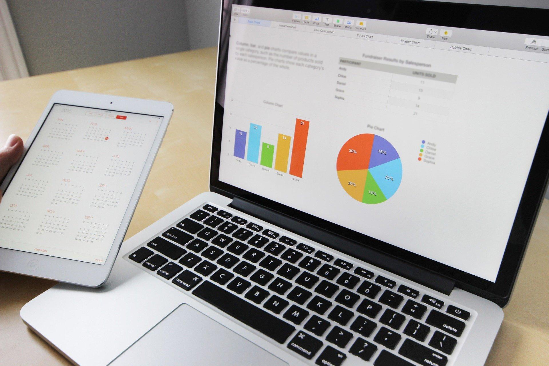 Hosted_Pbx_business_laptop1.jpg