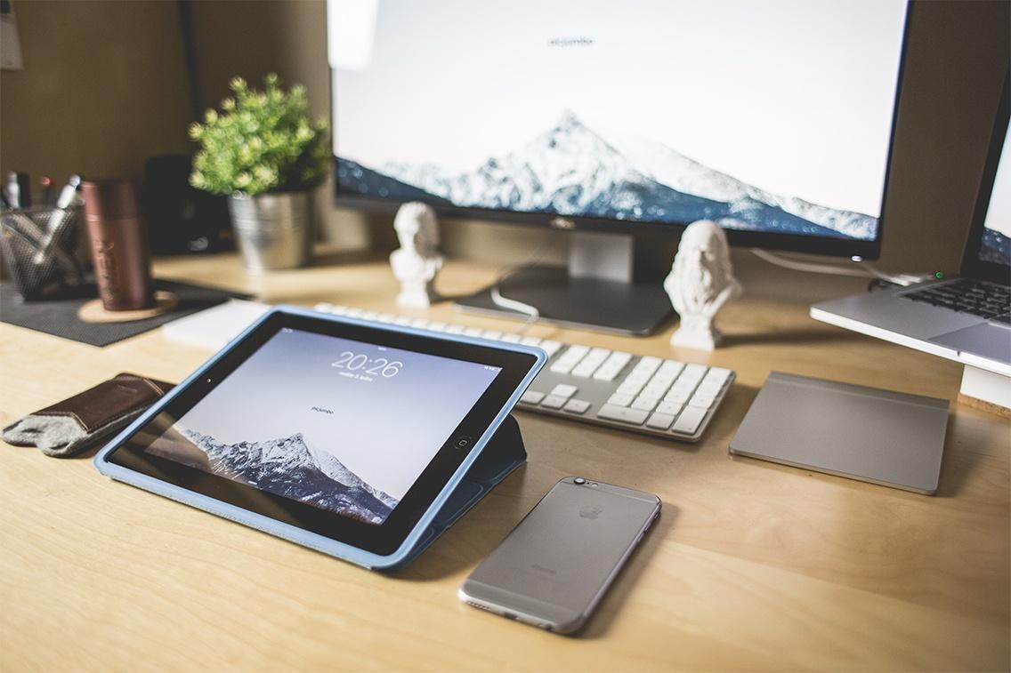 Office_Desk_Hosted_PBX.jpg