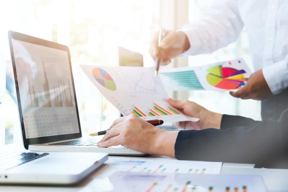 startup-business-teamwork-meeting-concept (1) (1)