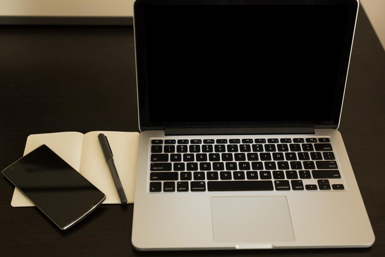 macbook-phone